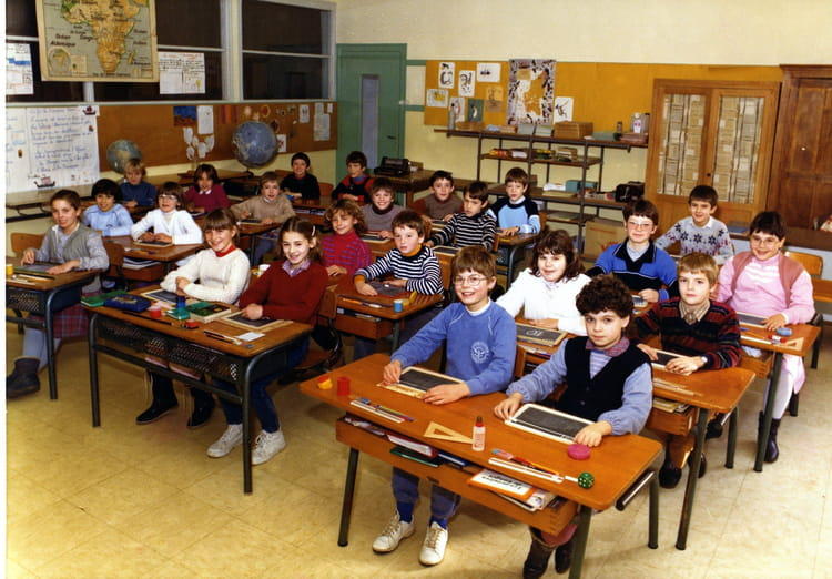 photo de classe ce1 ou ce2 de 1982 ecole primaire besse sur braye copains d 39 avant. Black Bedroom Furniture Sets. Home Design Ideas