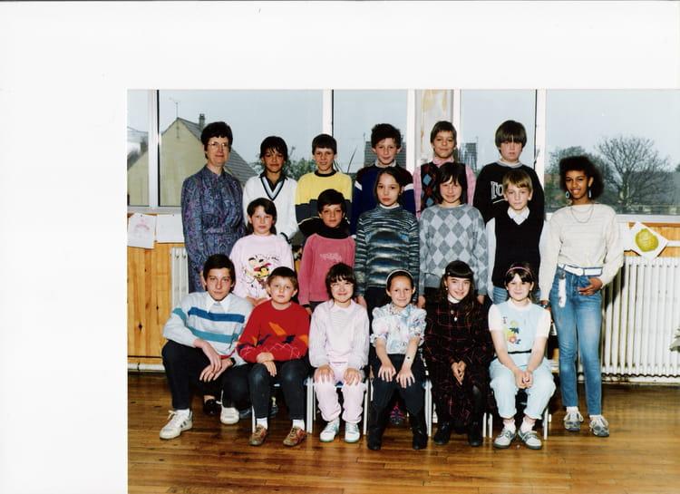 photo de classe cm2 de 1987 ecole jacques beauvez jussy copains d 39 avant. Black Bedroom Furniture Sets. Home Design Ideas