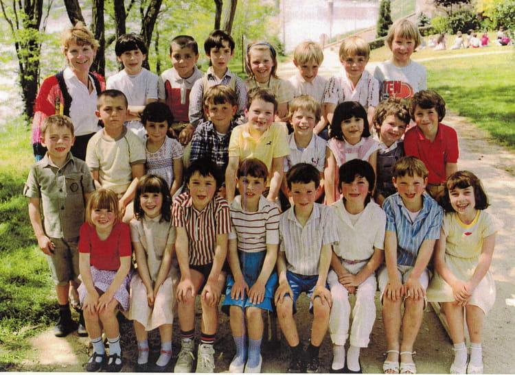 photo de classe classe de cp de 1985 ecoles primaires de saint denis de l 39 hotel copains d 39 avant. Black Bedroom Furniture Sets. Home Design Ideas