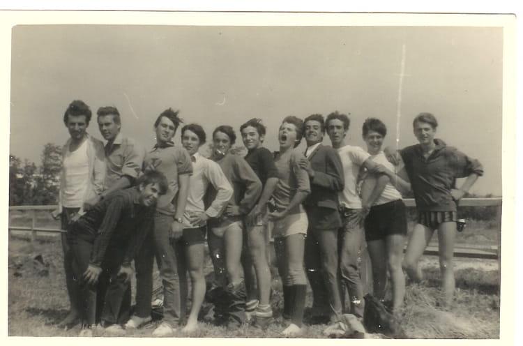 Photo de classe 2t2 de 1966 lyc e professionnel adam de - Lycee craponne salon ...