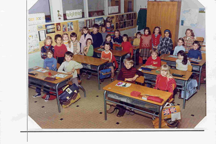 photo de classe ce1 classe de mme renucci de 1974 ecole claude debussy copains d 39 avant. Black Bedroom Furniture Sets. Home Design Ideas