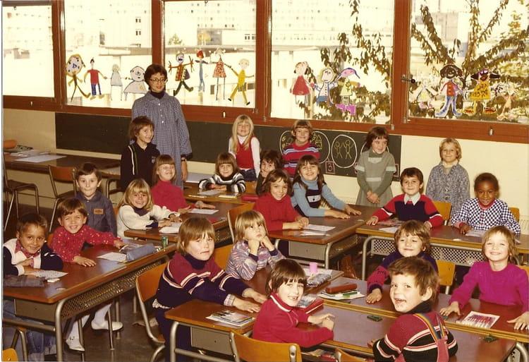 Photo de classe cp de 1978 henri wallon copains d 39 avant for Assis a la fenetre