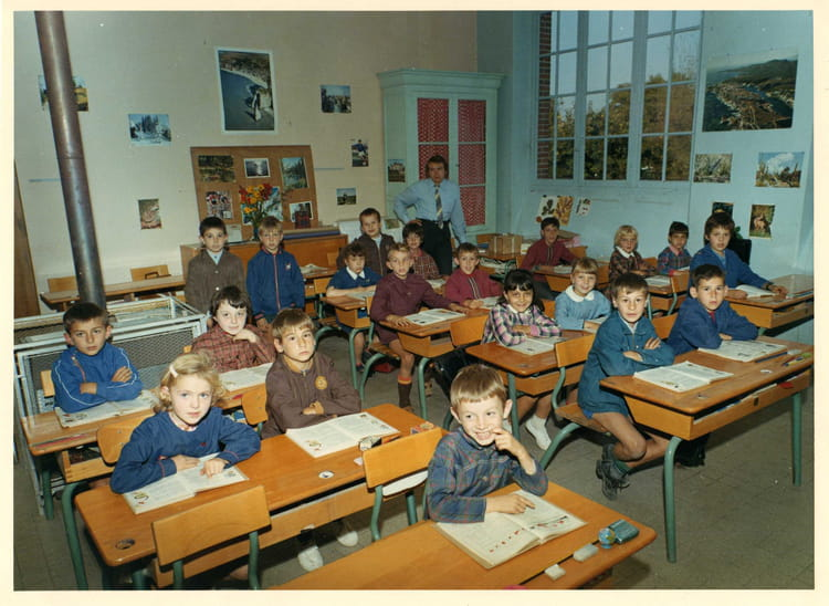 photo de classe cours l mentaire 1 re ann e 70 71 de 1970 ecole maternelle et primaire. Black Bedroom Furniture Sets. Home Design Ideas