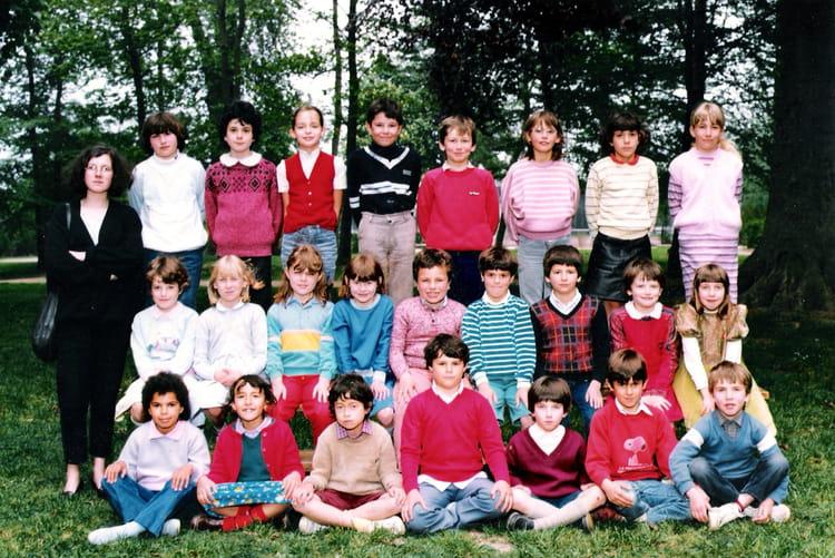 Photo de classe Classe de CE1 de 1981, Ecole Sainte Therese D'avila (Bois Guillaume) Copains d  # Lycée Rey Bois Guillaume