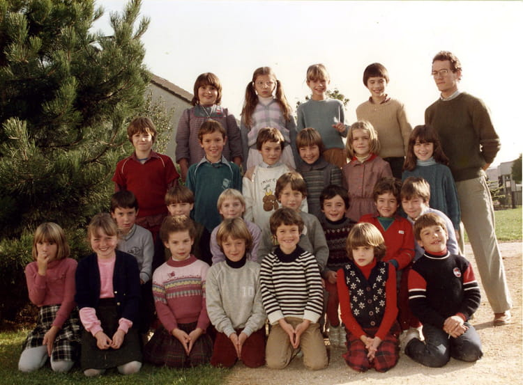 photo de classe ce2 de 1983 ecole jean rostand vert saint denis copains d 39 avant. Black Bedroom Furniture Sets. Home Design Ideas