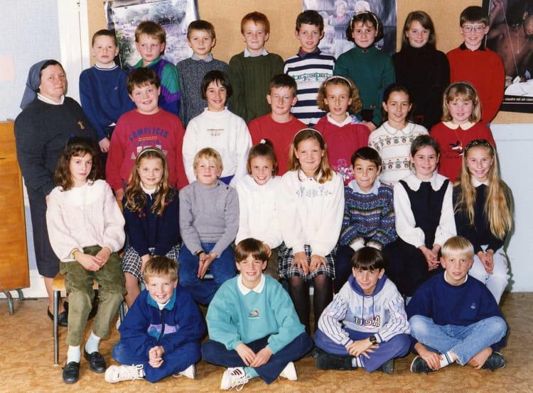 Photo de classe cm2 de 1992 ecole jeanne d 39 arc copains for A thomas cousins salon