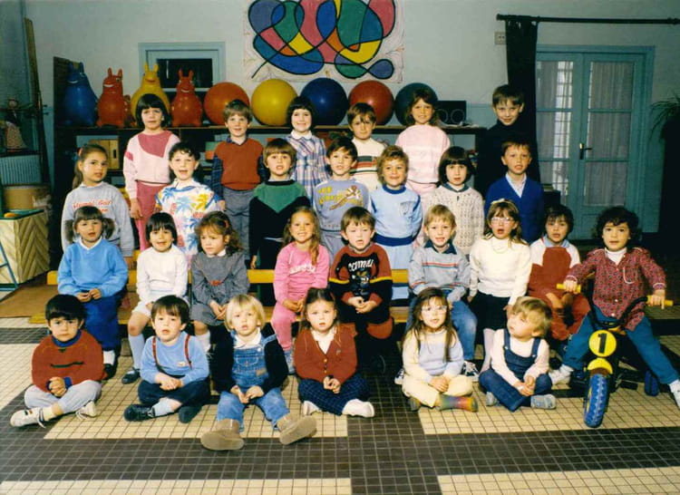 photo de classe classe d 39 alain de 1985 ecole des petits villemandeur copains d 39 avant. Black Bedroom Furniture Sets. Home Design Ideas