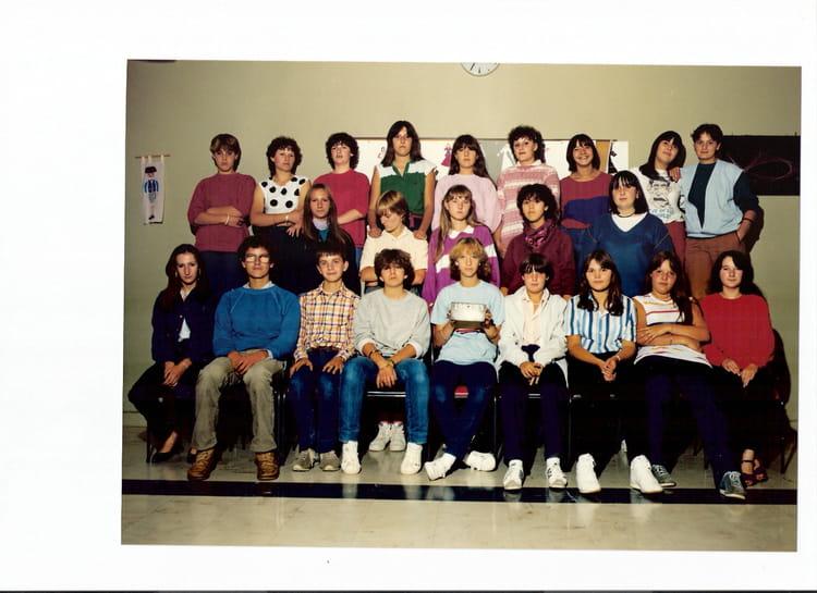 photo de classe employ de bureau de 1982 lyc e professionnel emile zola copains d 39 avant. Black Bedroom Furniture Sets. Home Design Ideas