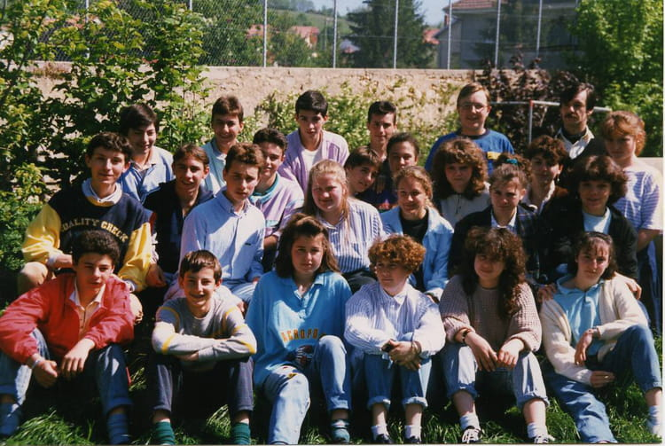 photo de classe 3ieme de 1988 ecole sainte marie amberieu en bugey copains d 39 avant. Black Bedroom Furniture Sets. Home Design Ideas
