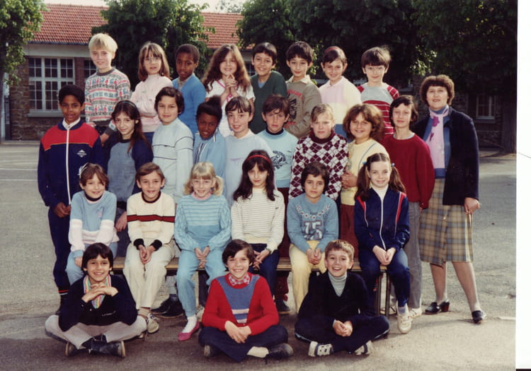 photo de classe cm1 de 1984 ecole hippolyte cocheris sainte genevieve des bois copains d 39 avant. Black Bedroom Furniture Sets. Home Design Ideas