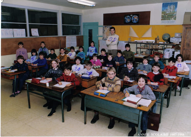 photo de classe ce1 de 1987 ecole primaire besse sur braye copains d 39 avant. Black Bedroom Furniture Sets. Home Design Ideas
