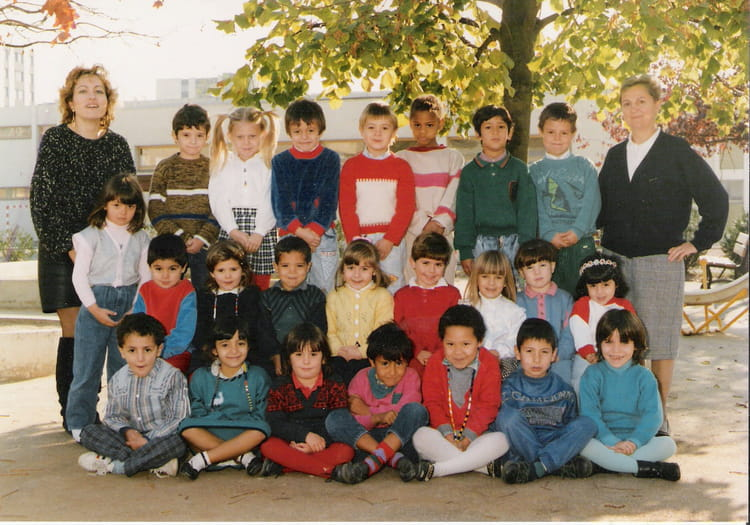 Photo de classe 2 me ann e de maternelle de 1989 ecole for Piscine la chapelle st luc
