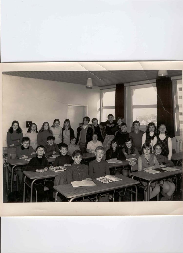 photo de classe 4 me de 1971 lyc e georges cuvier copains d 39 avant. Black Bedroom Furniture Sets. Home Design Ideas