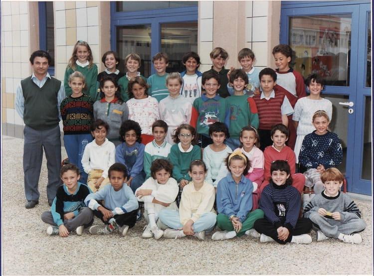 Photo de classe cm1 mr pellegrin 1988 1989 de 1988 ecole henri crevat pertuis copains d 39 avant - Mr bricolage pertuis ...