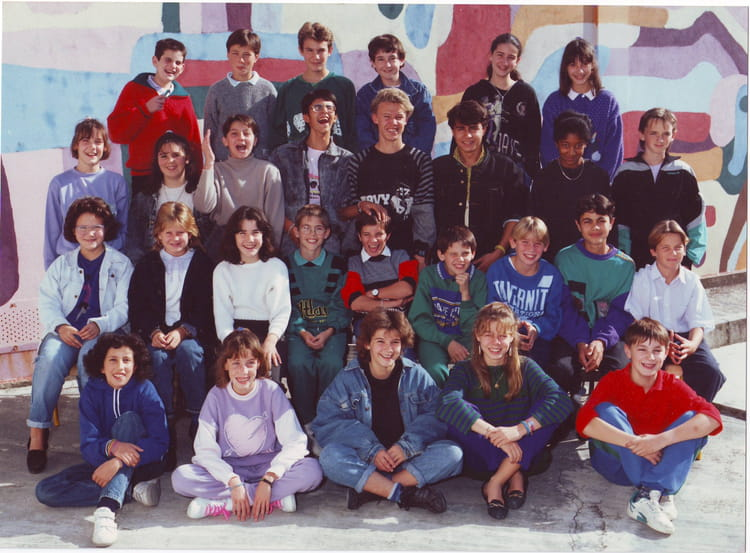 photo de classe 5 b de 1989 coll ge du bois de la barthe copains d 39 avant. Black Bedroom Furniture Sets. Home Design Ideas