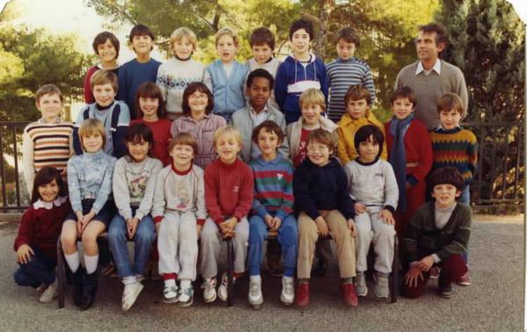 photo de classe ce2 de 1984 ecole louis pecout la ciotat copains d 39 avant. Black Bedroom Furniture Sets. Home Design Ideas