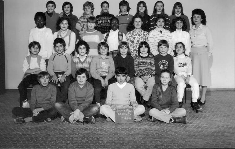 photo de classe cm2 de 1982 ecole jeanne vervin nemours copains d 39 avant. Black Bedroom Furniture Sets. Home Design Ideas