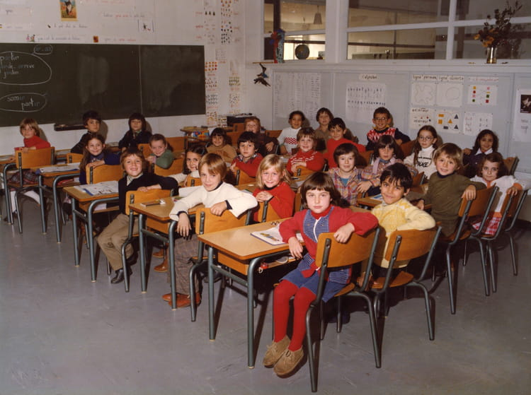 photo de classe classe de ce2 ann e 1982 83 de 1982 ecole groupe scolaire o charbonnier. Black Bedroom Furniture Sets. Home Design Ideas