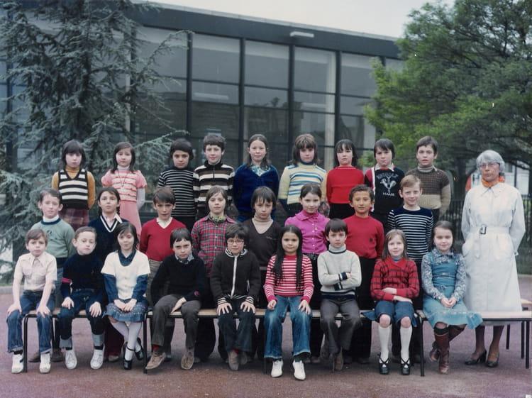 Photo de classe ce2 de 1977 ecole les raguidelles for Piscine des raguidelles
