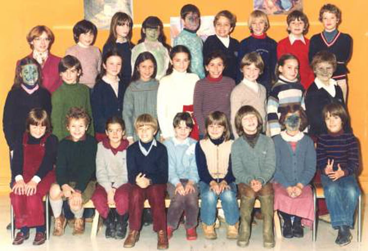 photo de classe cm2 de 1981 ecole les pres hauts saint germain les corbeil copains d 39 avant. Black Bedroom Furniture Sets. Home Design Ideas