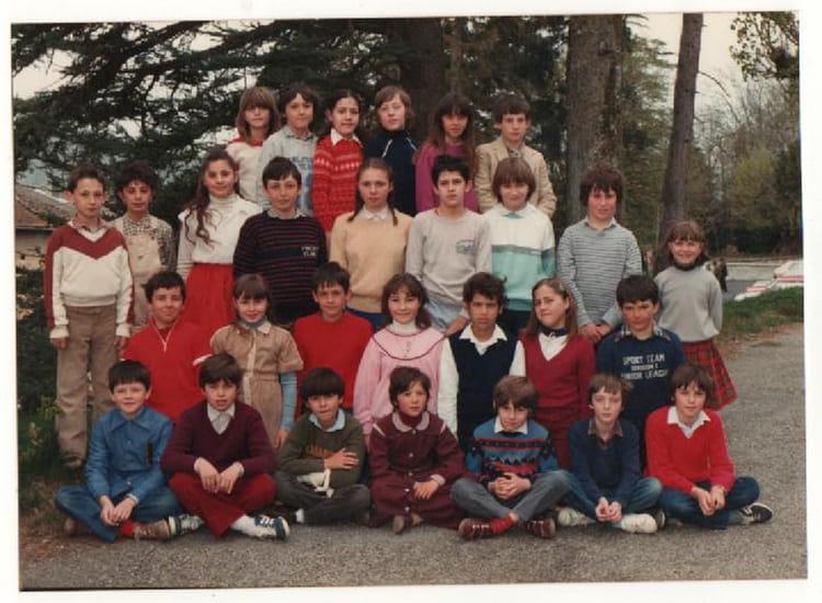photo de classe cm2 de 1982 ecole primaire saint jean de bournay copains d 39 avant. Black Bedroom Furniture Sets. Home Design Ideas