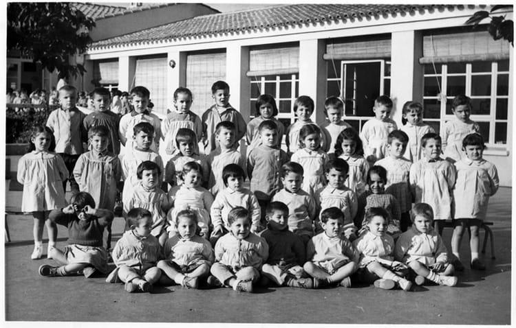 photo de classe maternelle l 39 aff rage de 1961 ecole la salis la ciotat copains d 39 avant. Black Bedroom Furniture Sets. Home Design Ideas
