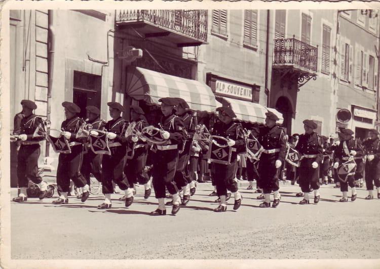 Photo de classe d fil dans les rues de barcelonnette de for Haute kabylie
