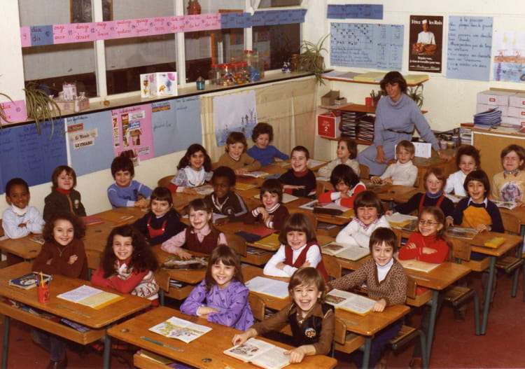 photo de classe annee 80 de 1980 ecole cahouettes copains d 39 avant. Black Bedroom Furniture Sets. Home Design Ideas