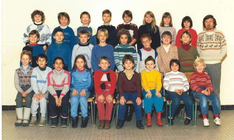 photo de classe cm1 1985 1986 de 1985 ecole victor hugo bethune copains d 39 avant. Black Bedroom Furniture Sets. Home Design Ideas