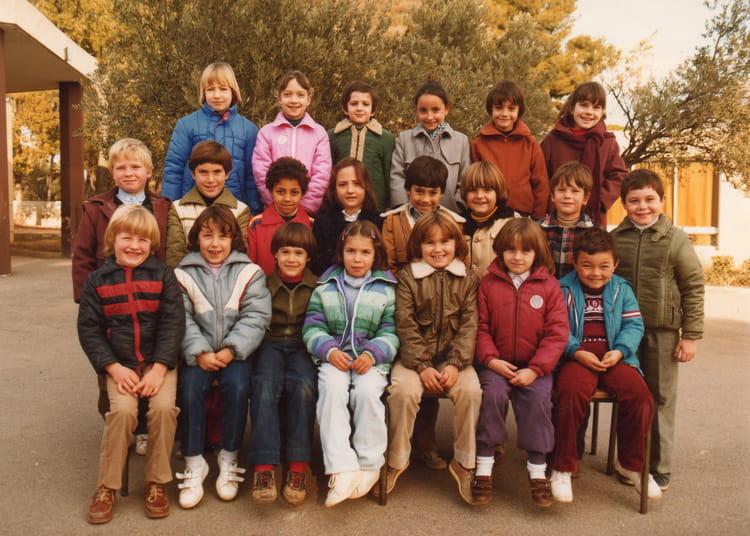 photo de classe classe de ce1 de 1981 ecole louis vignol la ciotat copains d 39 avant. Black Bedroom Furniture Sets. Home Design Ideas