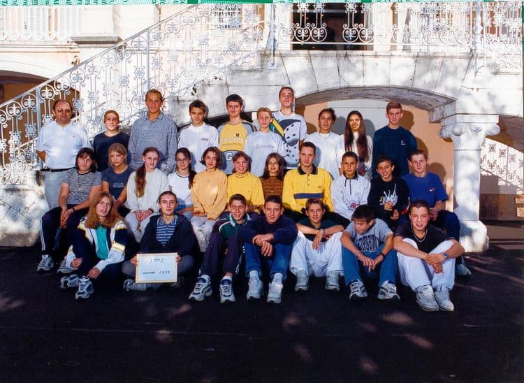Photo de classe 3 ème 2 de 1999, Collège Saint-hilaire - Copains d\'avant