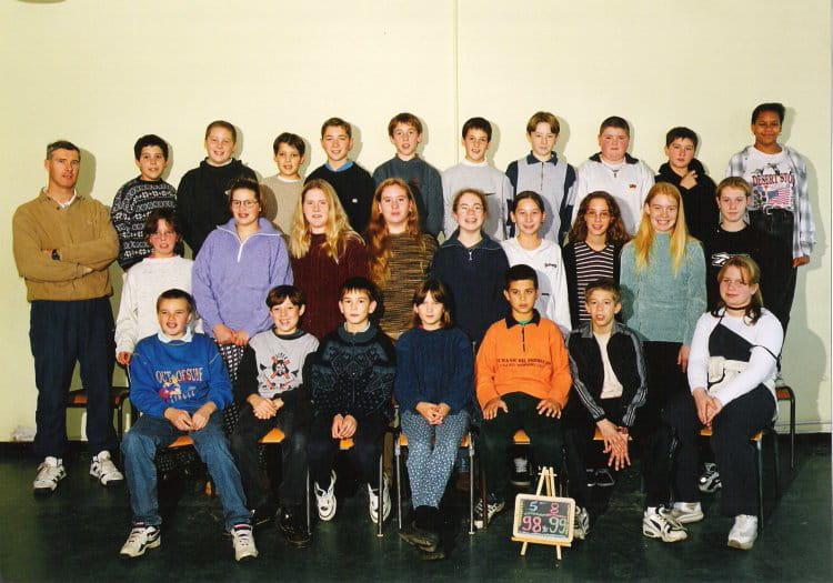 photo de classe 5e8 de 1999 coll ge l 39 oiseau blanc copains d 39 avant. Black Bedroom Furniture Sets. Home Design Ideas