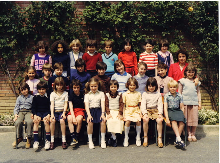 photo de classe ce2 de 1979 ecole claude debussy copains d 39 avant. Black Bedroom Furniture Sets. Home Design Ideas