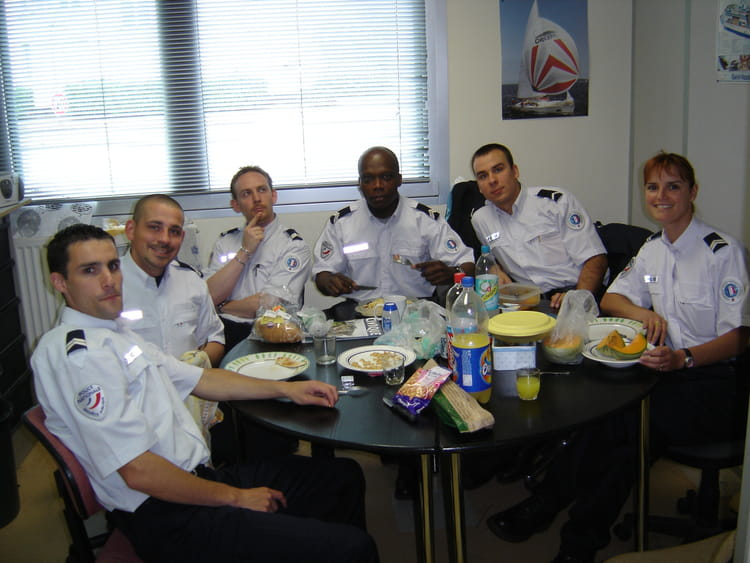 photo de classe salle de repos bureau de police de courcouronnes 91 de 2007 police nationale
