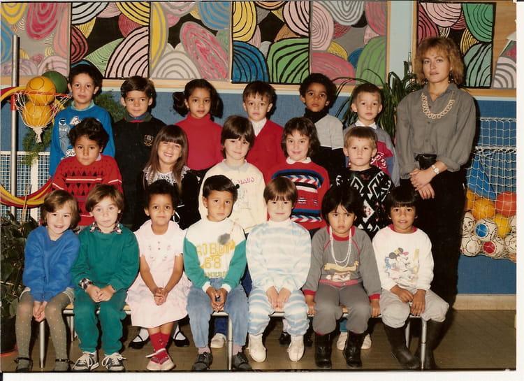 photo de classe primaire de 1988 ecole jean moulin la chapelle saint luc copains d 39 avant. Black Bedroom Furniture Sets. Home Design Ideas