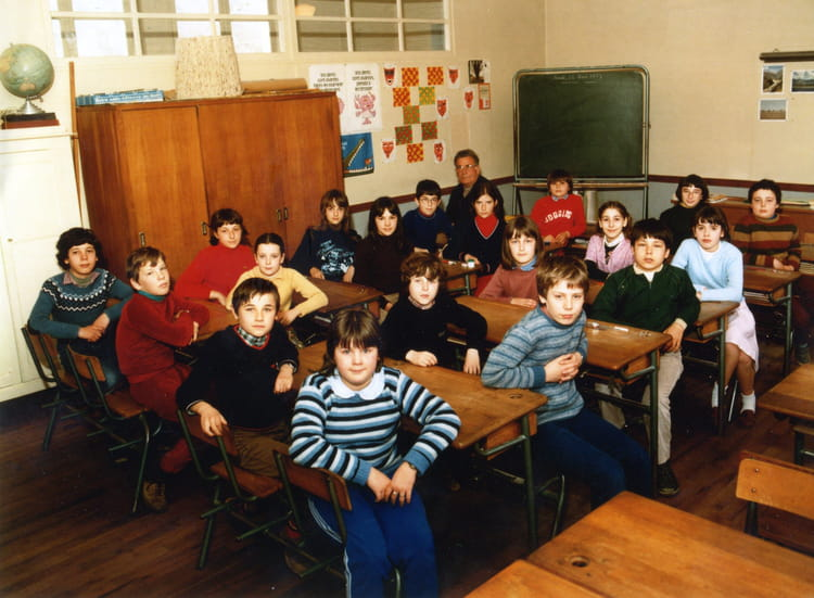 photo de classe cm2 maves de 1982 ecole primaire maves copains d 39 avant. Black Bedroom Furniture Sets. Home Design Ideas