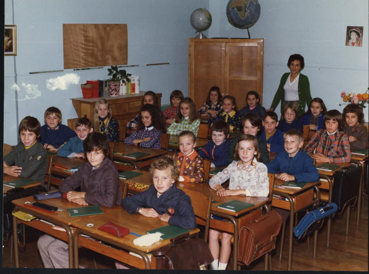 photo de classe classe de cm2 madame lesieur de 1974 ecole v hauy saint just en chaussee. Black Bedroom Furniture Sets. Home Design Ideas