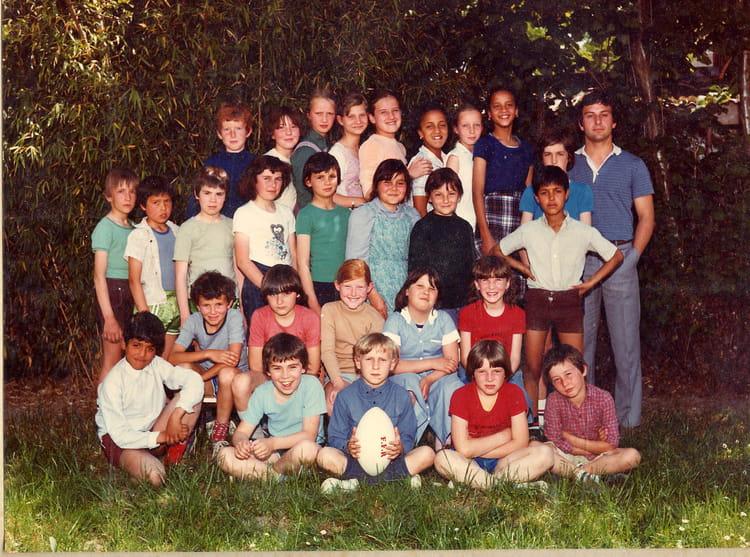 photo de classe cm2 didier traverse instituteur de 1981 ecole primaire moulin neuf copains. Black Bedroom Furniture Sets. Home Design Ideas