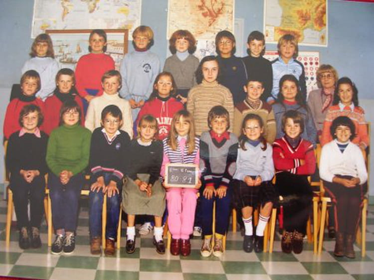 photo de classe 8eme bleue de 1980 ecole interparoissiale saint lo copains d 39 avant. Black Bedroom Furniture Sets. Home Design Ideas