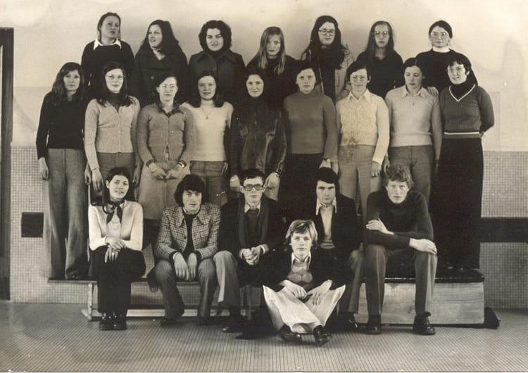 photo de classe terminale b de 1974 lyc 233 e jeanne d arc copains d avant