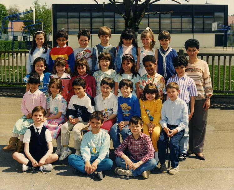Photo de classe CE1 de 1987, Ecole Jean Jaures (Sainte Genevieve Des Bois) Copains d'avant # Auto Ecole Sainte Genevieve Des Bois
