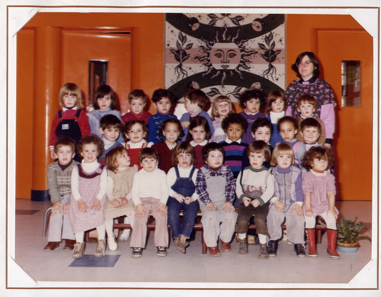 photo de classe classe bleue de 1982 ecole maternelle daniele casanova copains d 39 avant. Black Bedroom Furniture Sets. Home Design Ideas