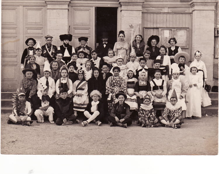 Photo de classe arc sur tille photo de carnaval de 1955 ecole de la mairie arc sur tille - La table d arc arc sur tille ...