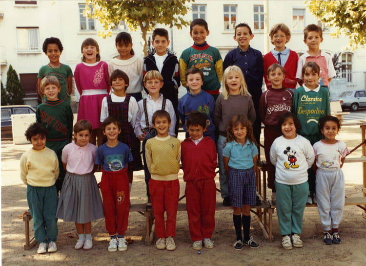 photo de classe ce1 de 1988 ecole jean monnet villefranche sur saone copains d 39 avant. Black Bedroom Furniture Sets. Home Design Ideas