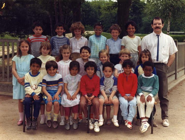 Photo de classe CP 1985 1986 de 1986, Ecole Louis Pergaud (Sainte Genevieve Des Bois) Copains  # Auto Ecole Sainte Genevieve Des Bois