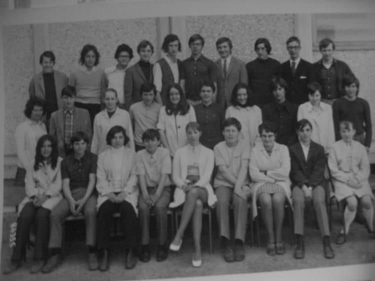 photo de classe 2 232 me 233 e cap compta de 1970 lyc 233 e professionnel br 233 quigny copains d avant