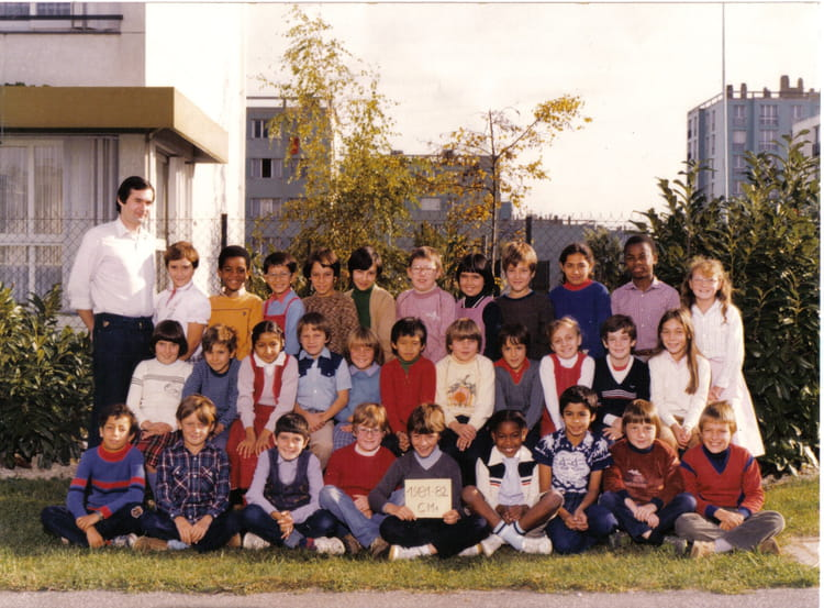 photo de classe cm1 de 1981 ecole teilhard de chardin la chapelle saint luc copains d 39 avant. Black Bedroom Furniture Sets. Home Design Ideas