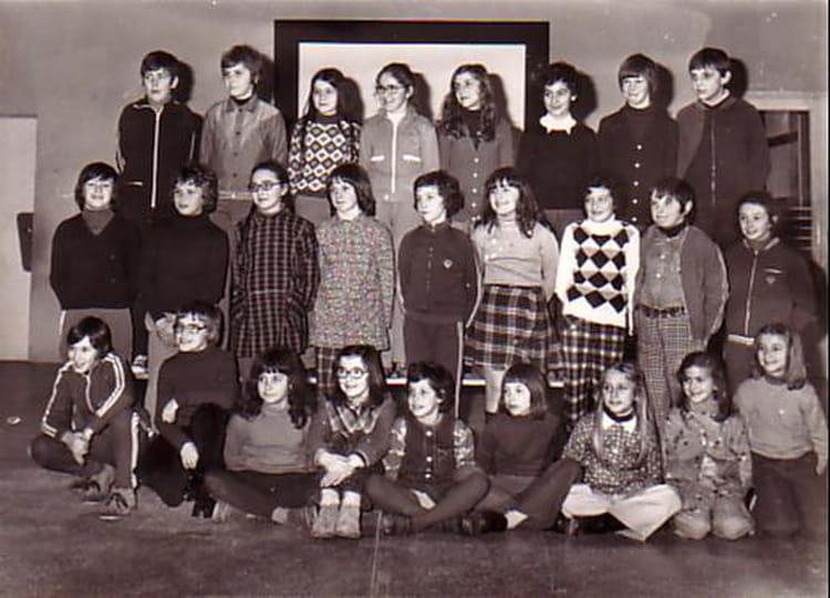 photo de classe cm2 de 1975 ecole jean mace nogent le rotrou copains d 39 avant. Black Bedroom Furniture Sets. Home Design Ideas