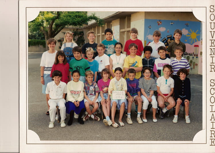 photo de classe cm1 de 1992 ecole primaire saulce sur rhone copains d 39 avant. Black Bedroom Furniture Sets. Home Design Ideas
