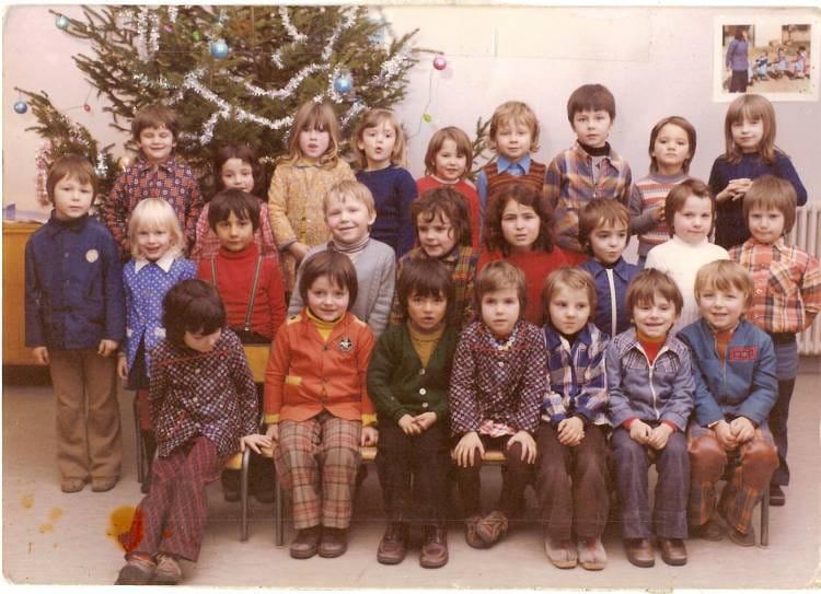 photo de classe ecole maternelle saint bonnet le chateau de 1974 ecole r des mesanges saint. Black Bedroom Furniture Sets. Home Design Ideas